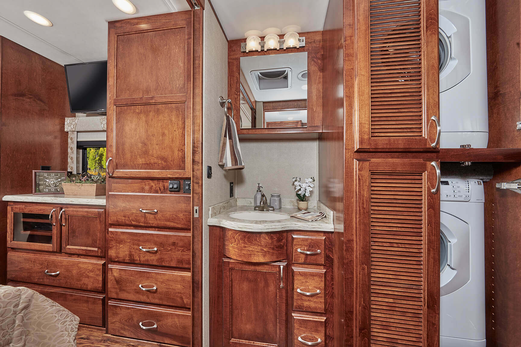 Freightliner Motorhomes Renegade Verona Motor Coach 2012 Colorado Fuse Box On 40vbh Enjoy 30 X 80 Bunk Beds With Privacy Curtains