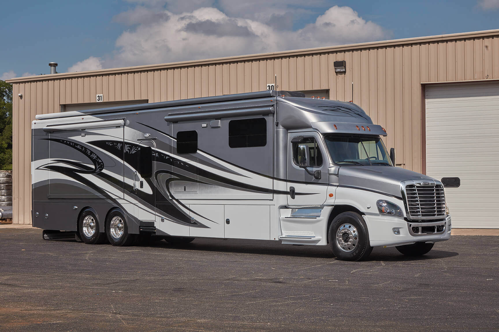 Renegade XL High-End Motorhomes – Super C Motorhomes & Racing RVs